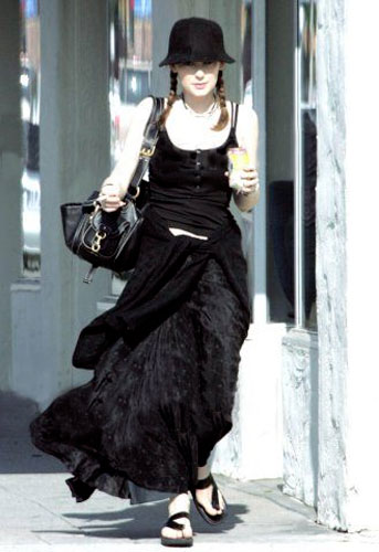 Winona Ryder shopping in Beverly Hills on May24th 2005
